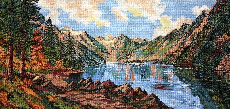 """Вышивала по схеме румынской фирмы  """"Goblen Set Pitesti """". гобелен.  Озеро в горах. гобеленовый стежок. вышивка."""