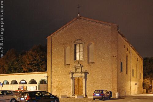 Церковь ночью
