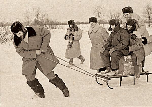 Фидель Кастро катает своих соратников на русских санках. Завидово. 1964 г.Фото В.Егорова