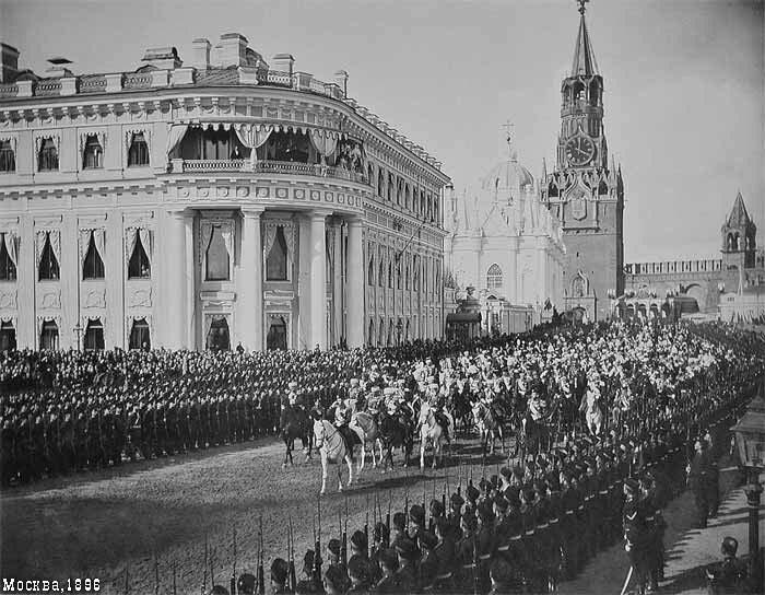 Торжественный въезд в Кремль через святые Спасские ворота