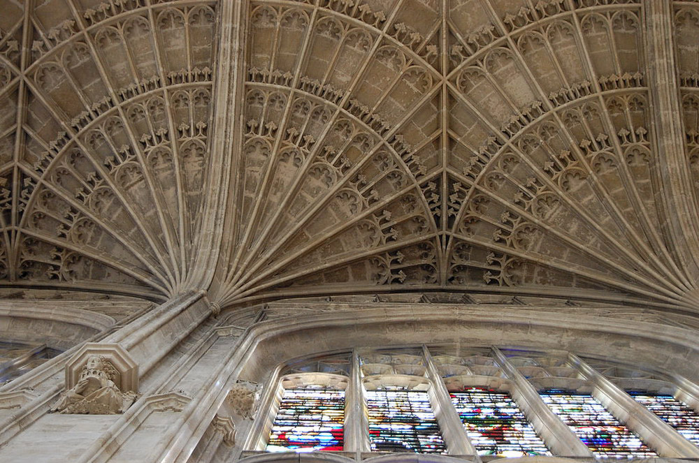 1024px-King's_College_Chapel_-_fan_vaulted_ceiling_-_Cambridge_-_UK_-_2007_resize.jpg