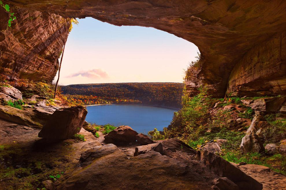Это, скорее, не пещера, а естественный мост в Марокко. (Фото Daniel Santos):