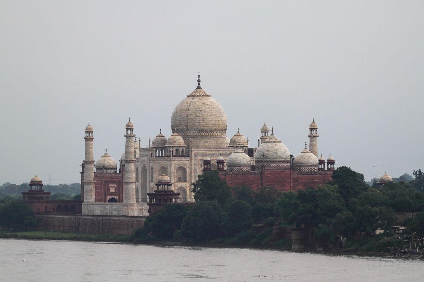 Фото 13. Туры в Индию. Отзывы об экскурсии по Золотому треугольнику. Самая известная достопримечательность Индии - мавзолей Тадж-Махал.