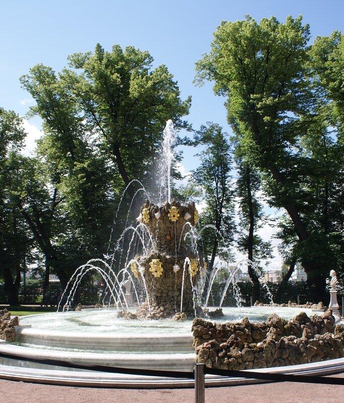 """Летний сад: фонтан """"Коронный"""""""