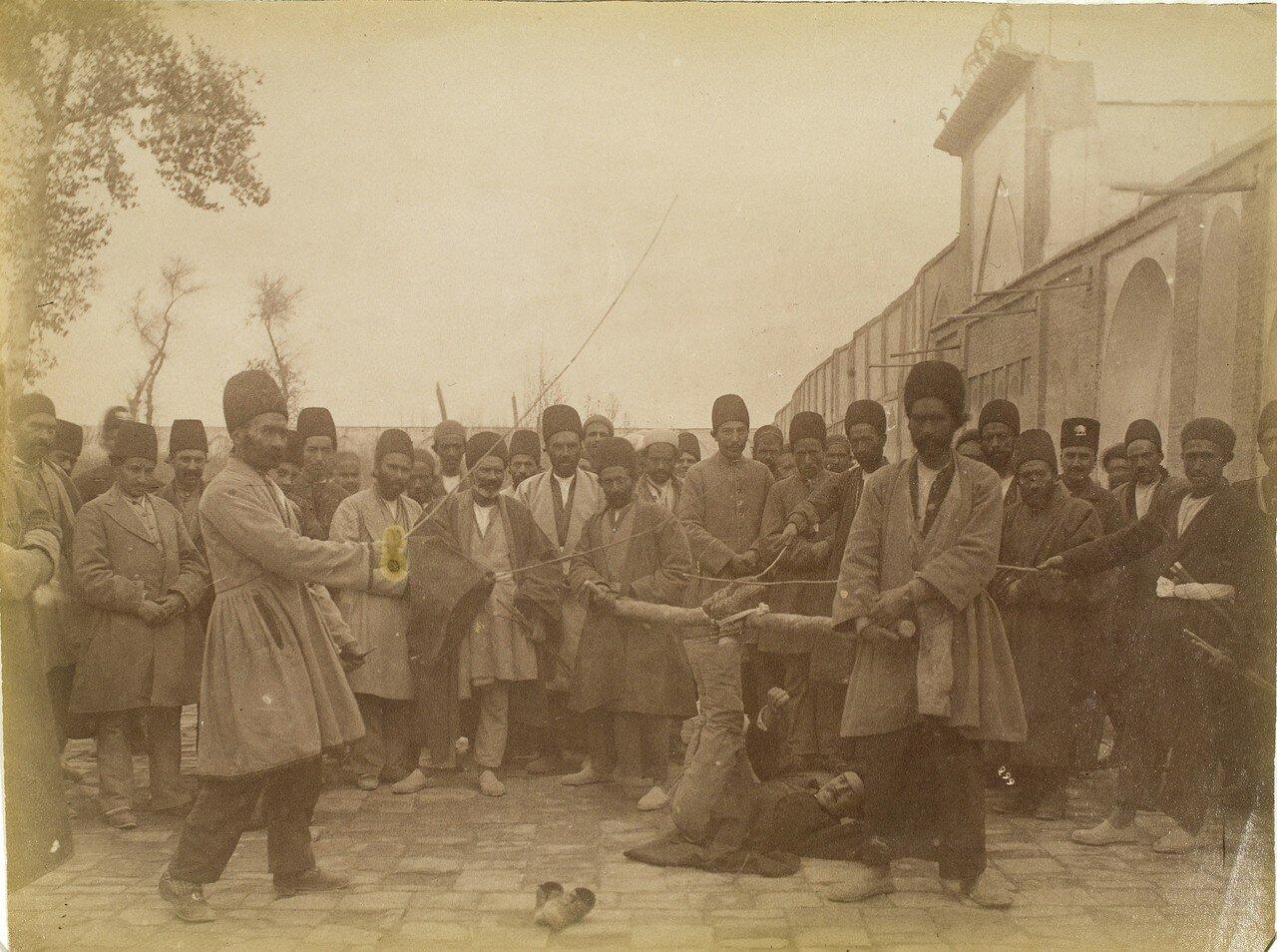 «Бастинадо»(«фалака»), вид телесного наказания в Персии
