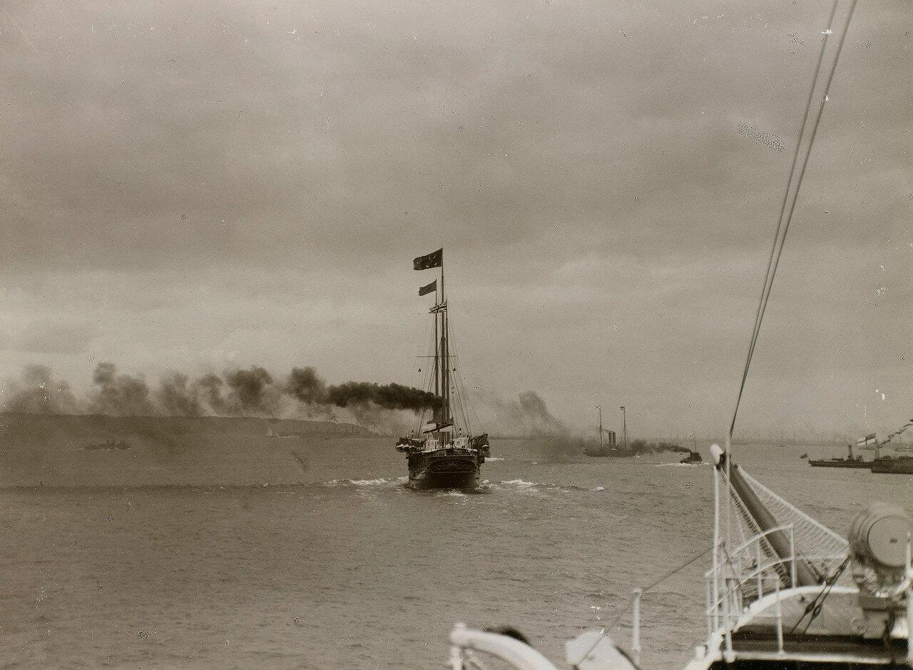 Королевская яхта «Виктория и Альберт III» во время регаты