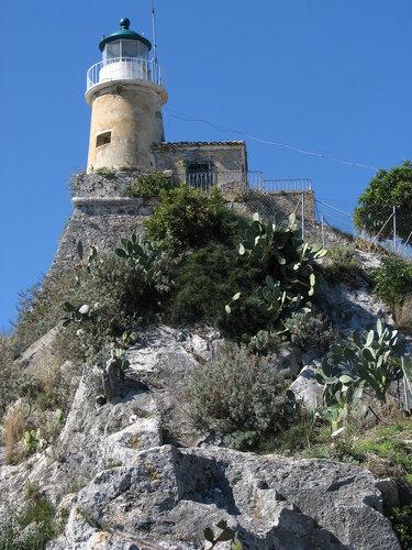 Корфу.  Керкира.  Старая  крепость.  Маяк  на  вершине.