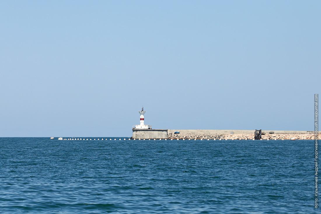 Северный мол с маяком