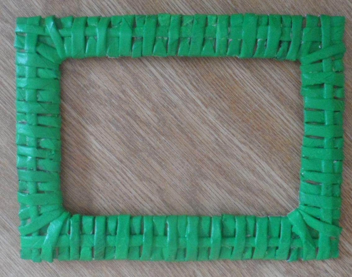 Рамка из газетного плетения