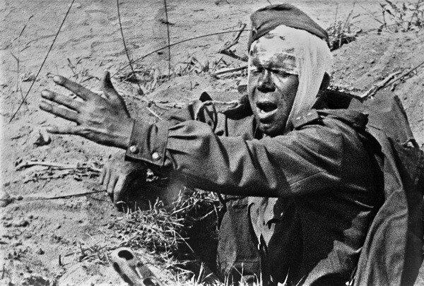 Иван Шагин. Политрук продолжает бой. 1944.jpg