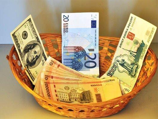 Курсы евро идоллара резко снизились набиржевых торгах