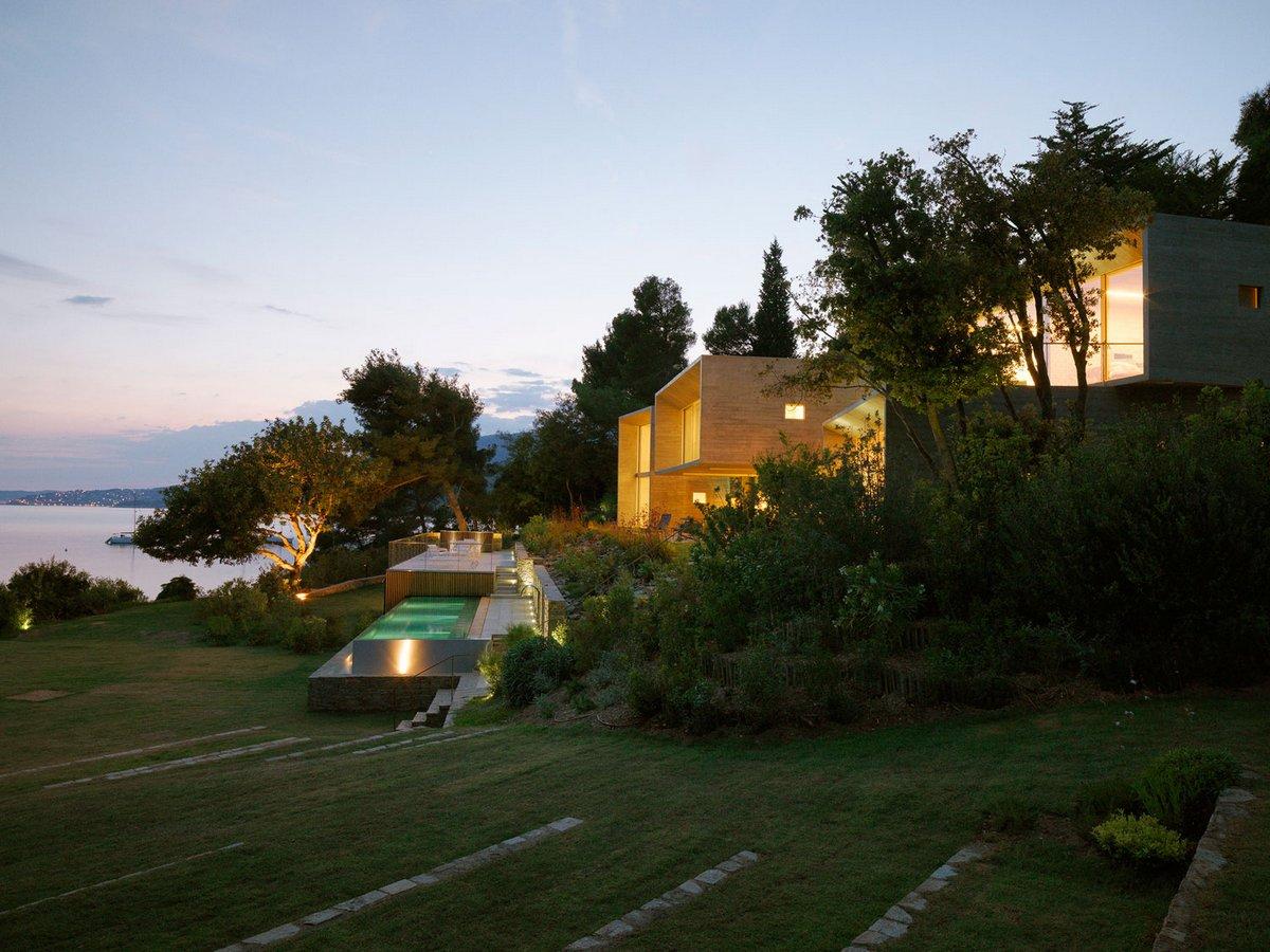 Pascal Grasso Architectures, Maison Le Cap, необработанный бетон в интерьере, особняк на лазурном Берегу, дом на берегу Средиземного моря, дом у моря
