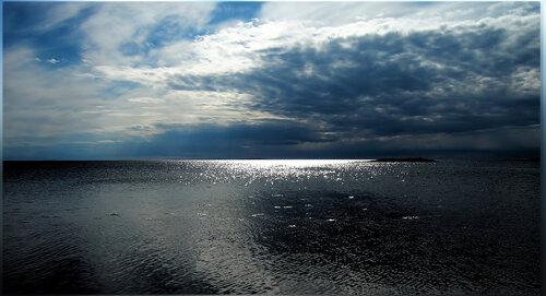 Белое море бывает черным ...