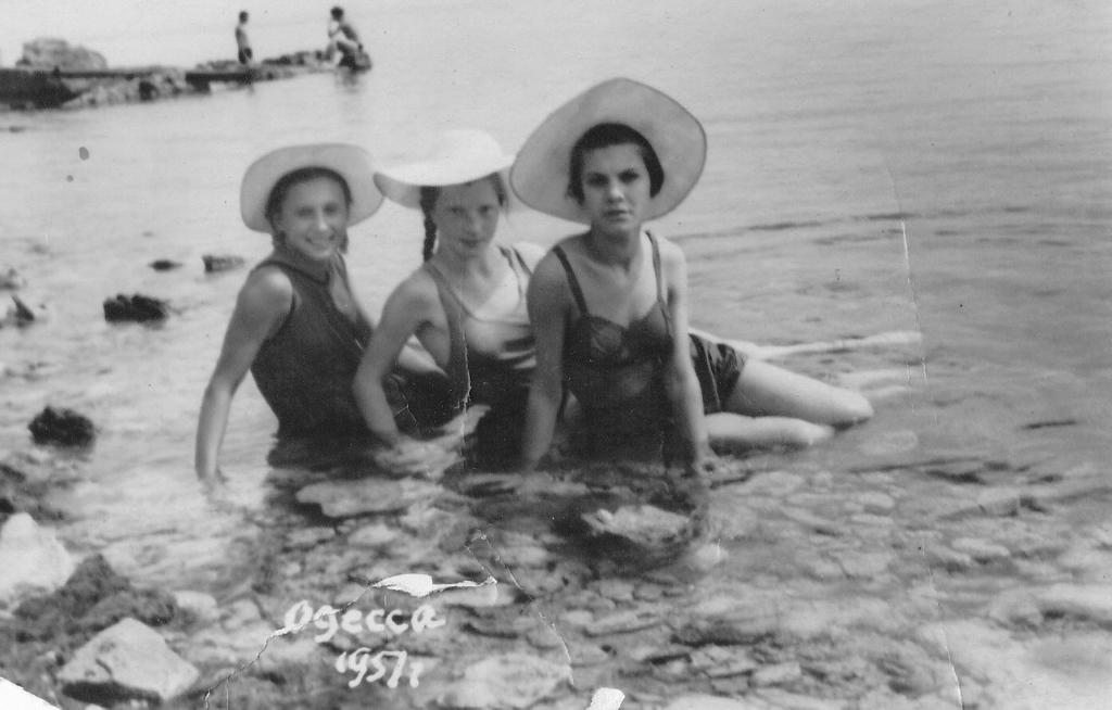 Крымские нудиские пляжи  Фото нудистов на море