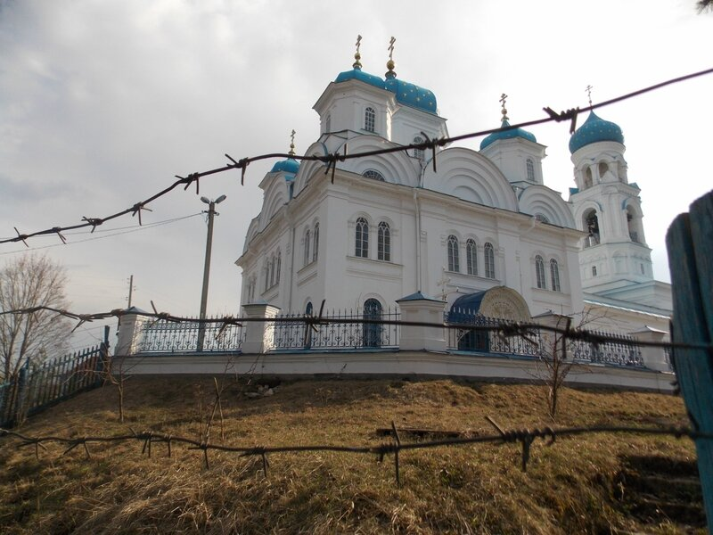 Храм за колючей проволокой