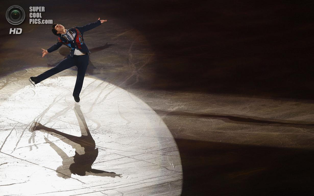 Япония. Фукуока. 8 декабря. Патрик Чан из Канады в Финале Гран-при по фигурному катанию. (REUTER