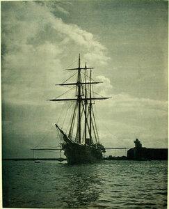 Вид судна Заря(ночная съемка)