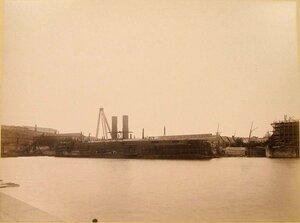 Вид эскадренного броненосца Чесма (заложен в 1883 г., спущен на воду в 1886 г.) в доке. Севастополь