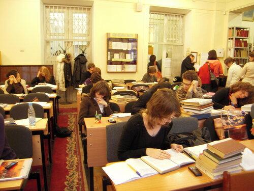 В период сессии в читальном зале