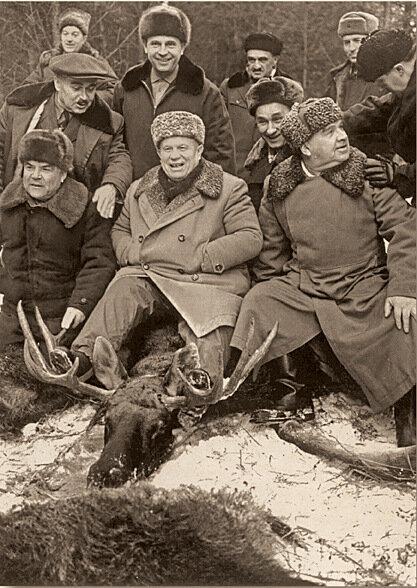 Завидово. Хрущев оседлал добытого на охоте лосяФото В.Егорова