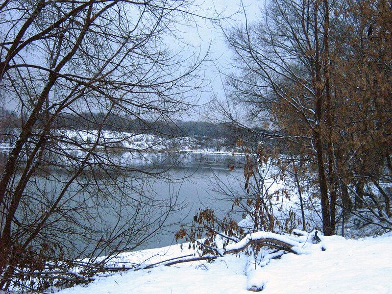Зима в сквере у пруда