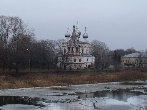 4 ноября 2014. Вологда. Вид на другой берег реки Вологда