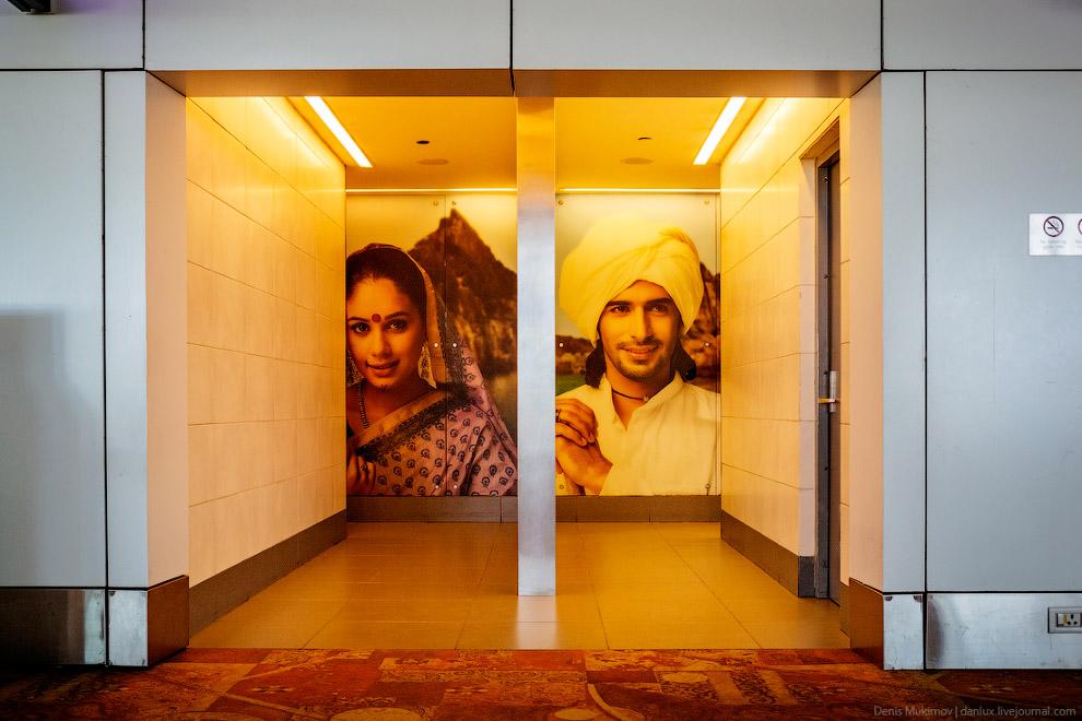23. В Дели есть немного туристических достопримечательностей. Вот, например, арка «Ворота Индии». По