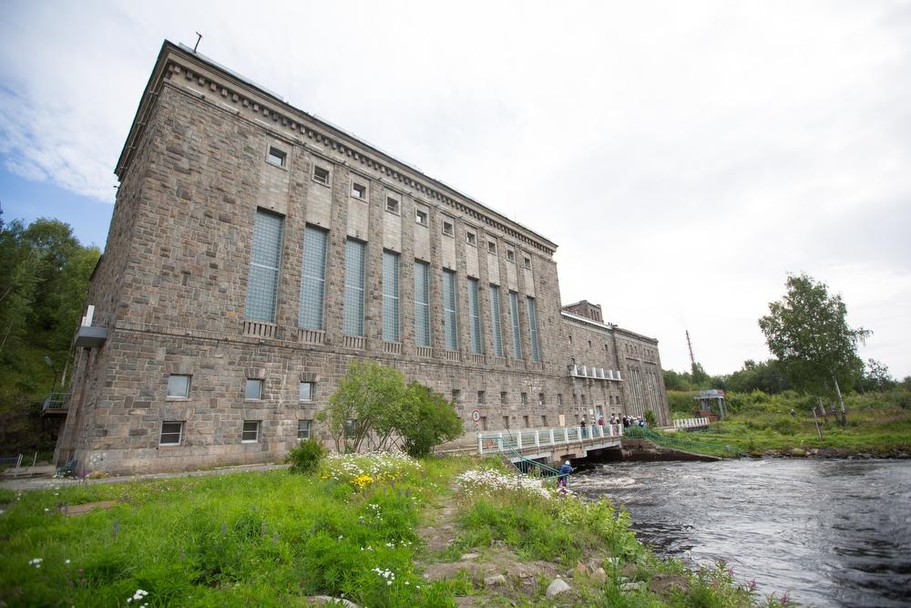 Далее круиз перебрался в Карелию, регион — рекордсмен по абсолютному числу ГЭС. Их здесь 19. Еще оди