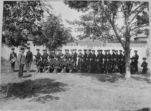Группа воспитанников Виленского технического железнодорожного училища во время строевых занятий.