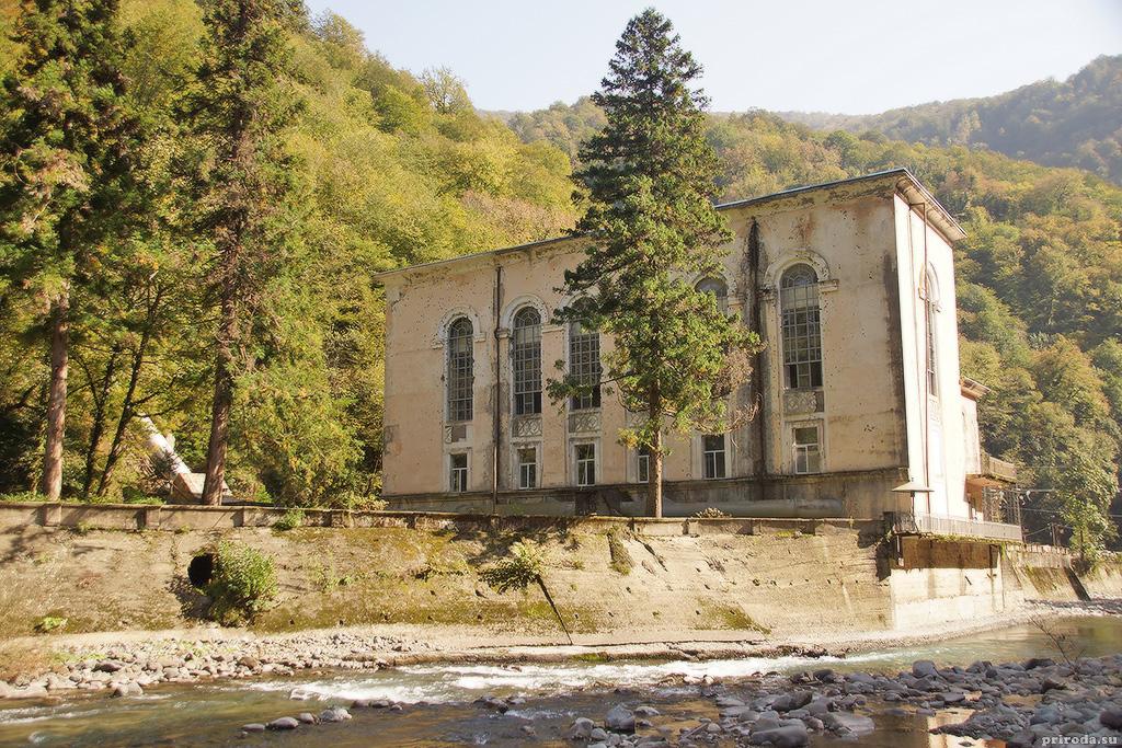 Здание гидроэлектростанции на Западной Гумисте