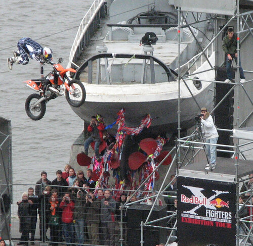 x-fighters9