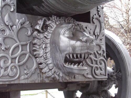 Лев под царём - пушкой*