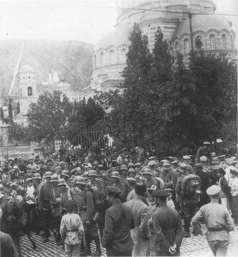 Немецкие войска в столице Грузии Тифлисе, август 1918 г.Летом немецкими войсками были заняты Прибалтика, большая часть Украины до Черного моря и Грузия на Кавказе.