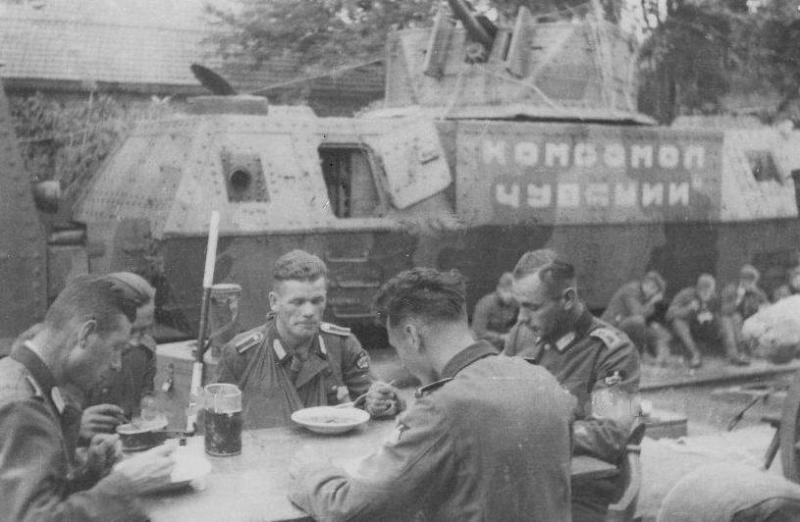 """Оставленный в р-не ст.Тихорецкая бронепоезд """"Комсомол Чувашии """" из 53-го одбп. Август 1942 года."""