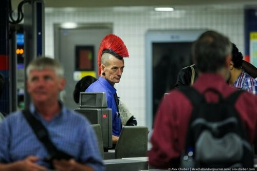 Mohawked-London-Underground-Employee-Oxford-Circus-01-634x422.jpg