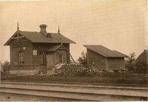 Общий вид типовой каменной одиночной будки у станции.