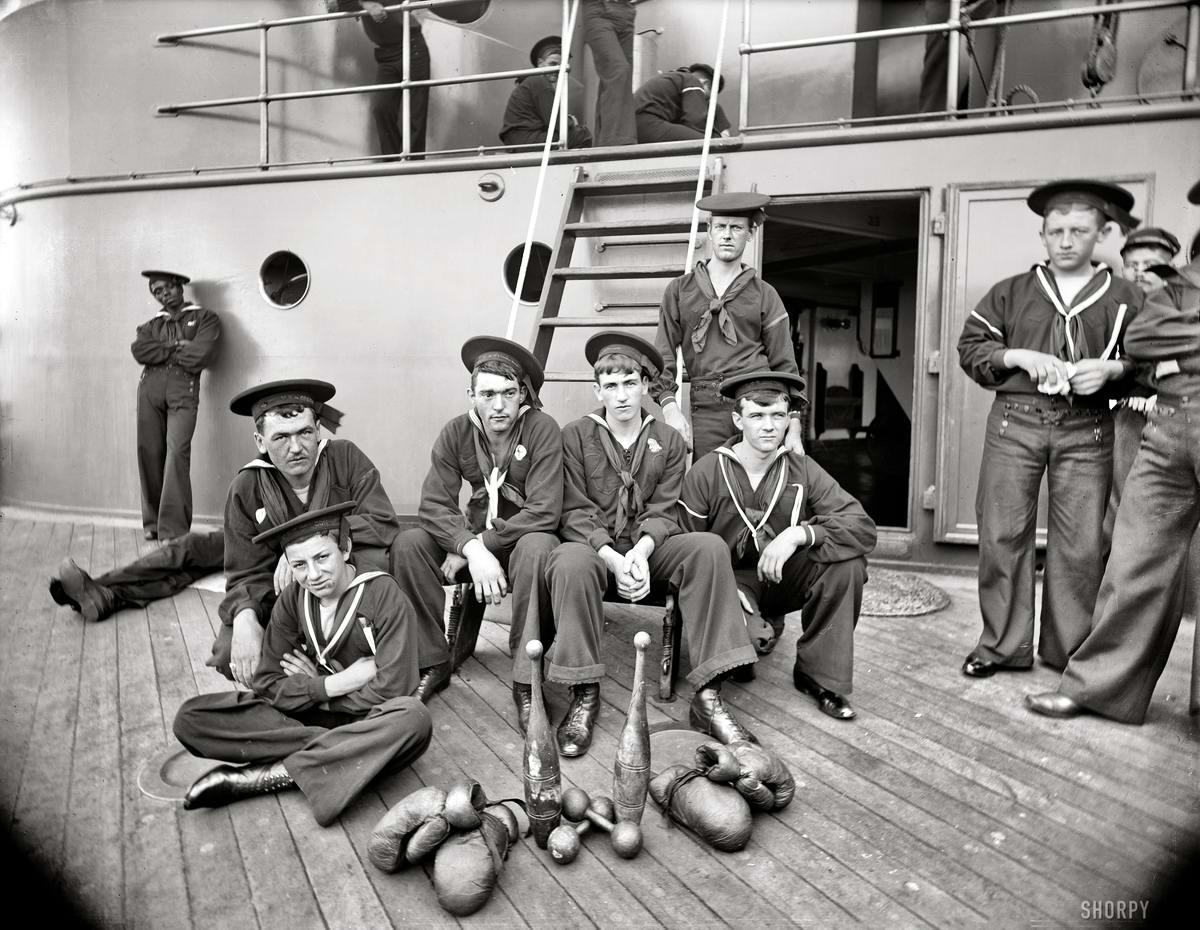 Корабли, речные суда и военные моряки на снимках американских фотографов конца 19 века (22)