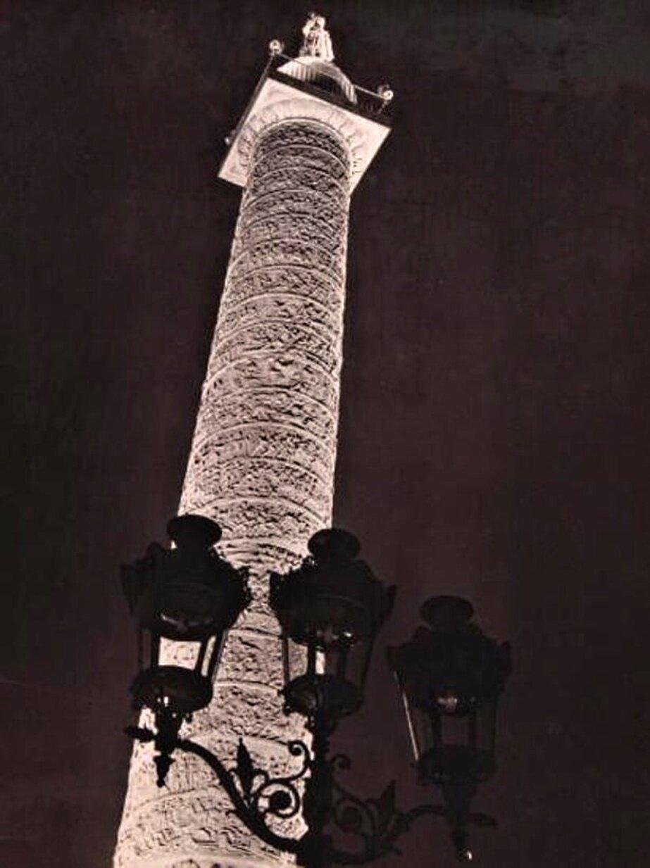 1936. Новое освещение Вандомской колонны в Париже
