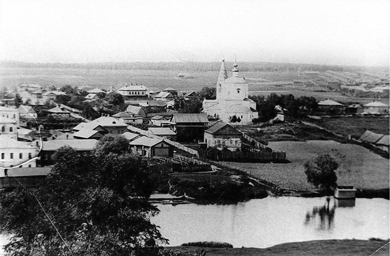 Вид на храм Богоявления