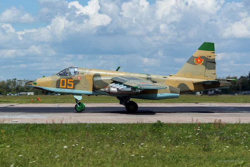 Сухой Су-25 (05 желтый) D800197