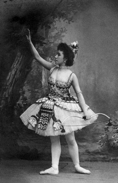 Матильда Кшесинская в балете Дочь Фараона 1898.jpg