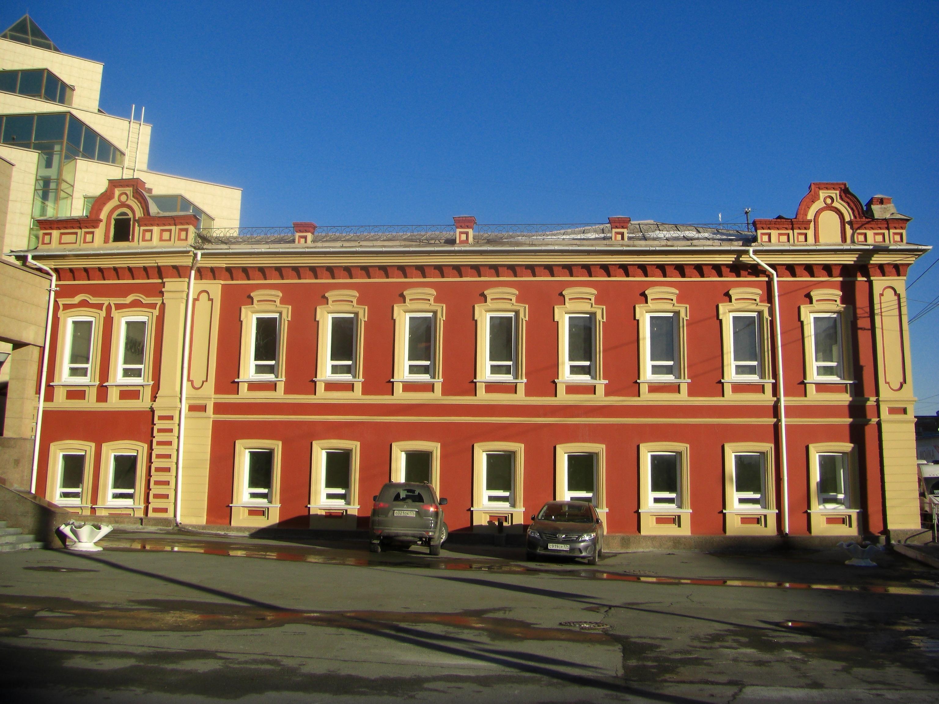 В этом здании откроется Музей истории Челябинска. Вид со стороны Областного краеведческого музея (10.11.2014)