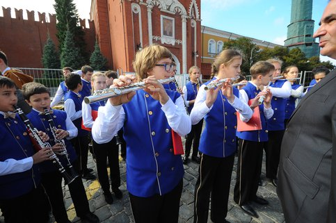 Неменее 1,2 тыс молодых музыкантов выступят устен Кремля 27мая