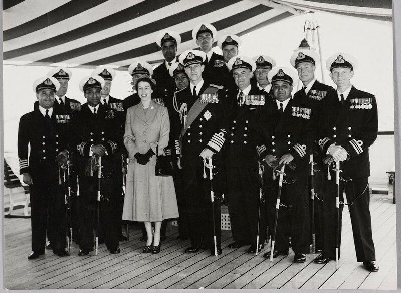 Ее Величество Королева Елизавета II и Его Королевское Высочество Герцог Эдинбургский с Содружества флотоводцев в Spithead Review  1952-53