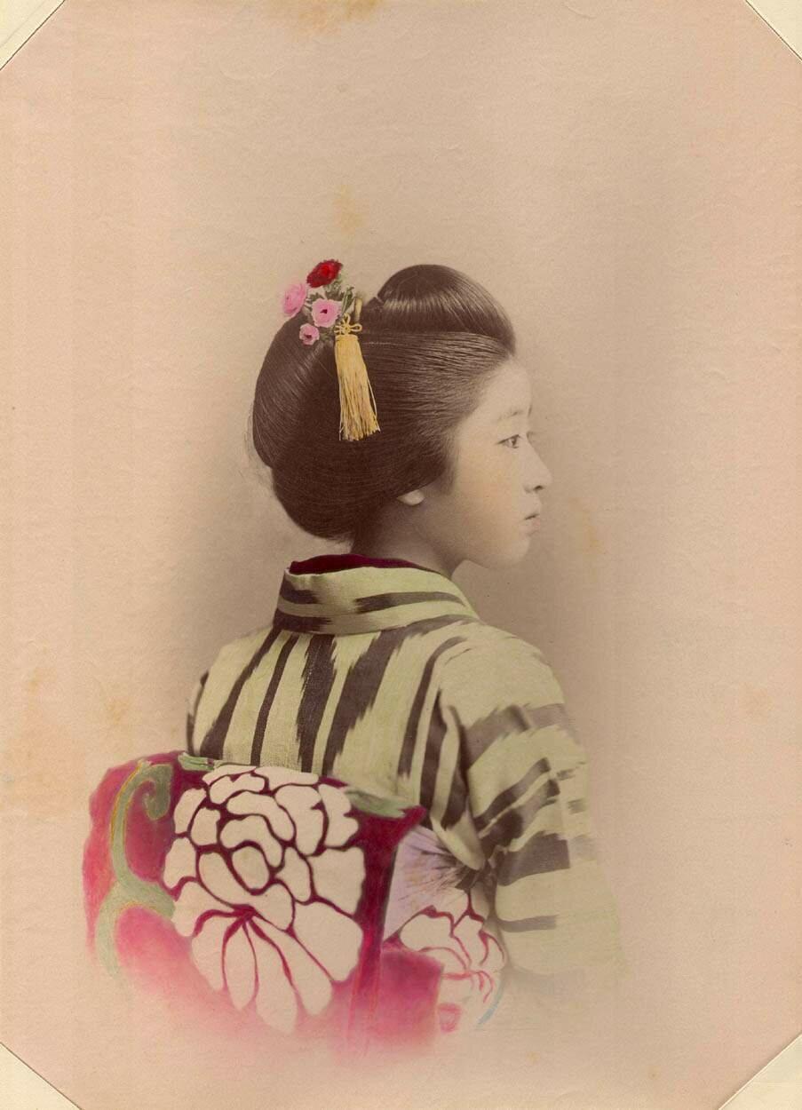 Портрет молодой дамы в профиль