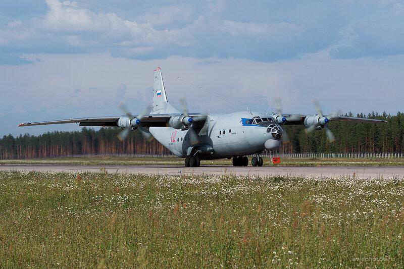 Антонов Ан-12БК (12 красный) D806474e