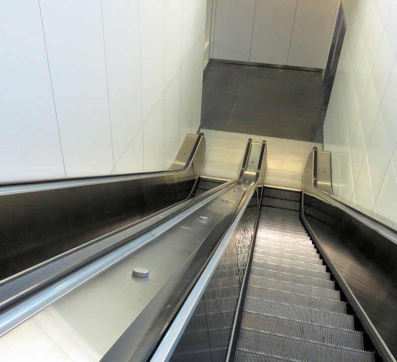Эскалатор в аэропорту Сан Франциско
