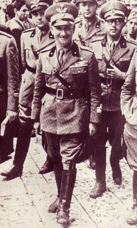 Nicola_Bellomo_nel_1941_in_visita_al_presidio_di_Bari.jpg