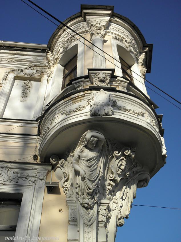 Дом Петражицкого в Ярославле- кариатиды2.JPG