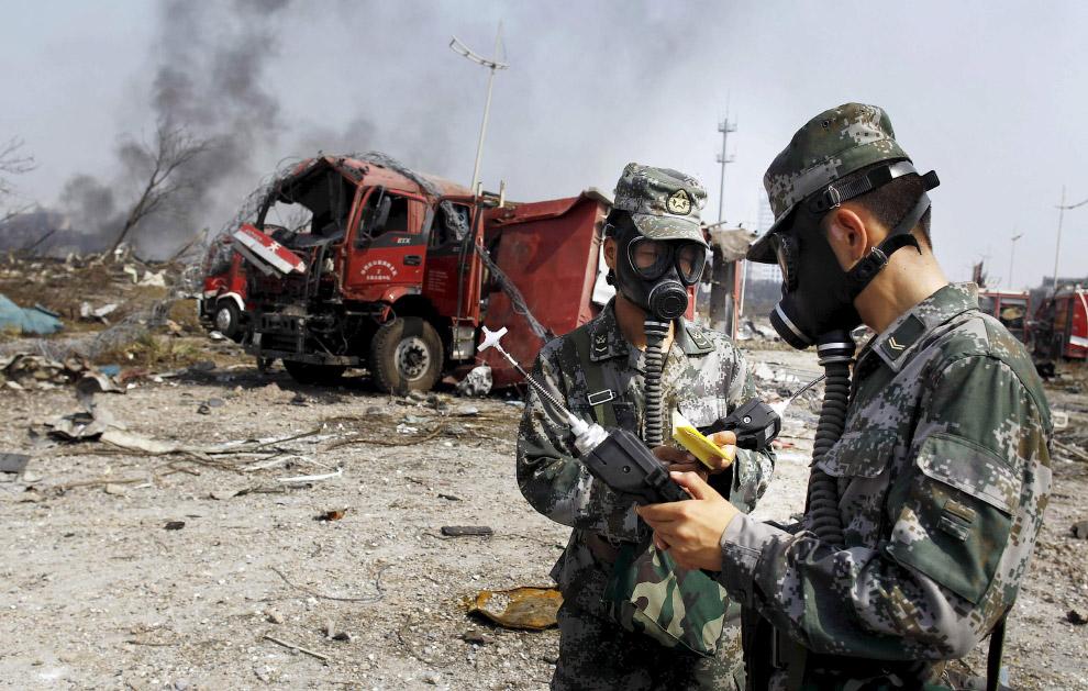 13. Контейнер на месте взрыва, видимо, из-под хим.вещества. (Фото China Daily):